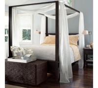Луксозна спалня с балдахин